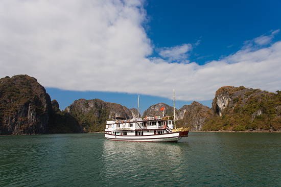 Halong Bay Cruise 2 days 1 nights on Golden Star Cruise 3* (105USD/person)