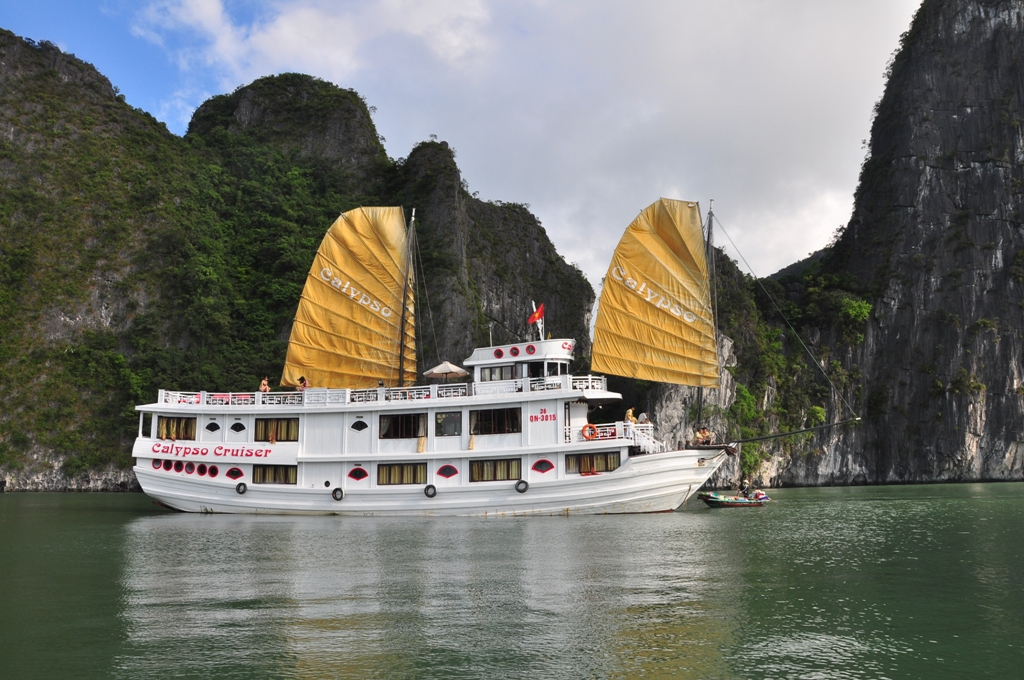 Escape to HaLong Bay on Calypso Cruiser 2 Days 1Night